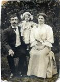 Edith Gaskin As A Child With Her Parents